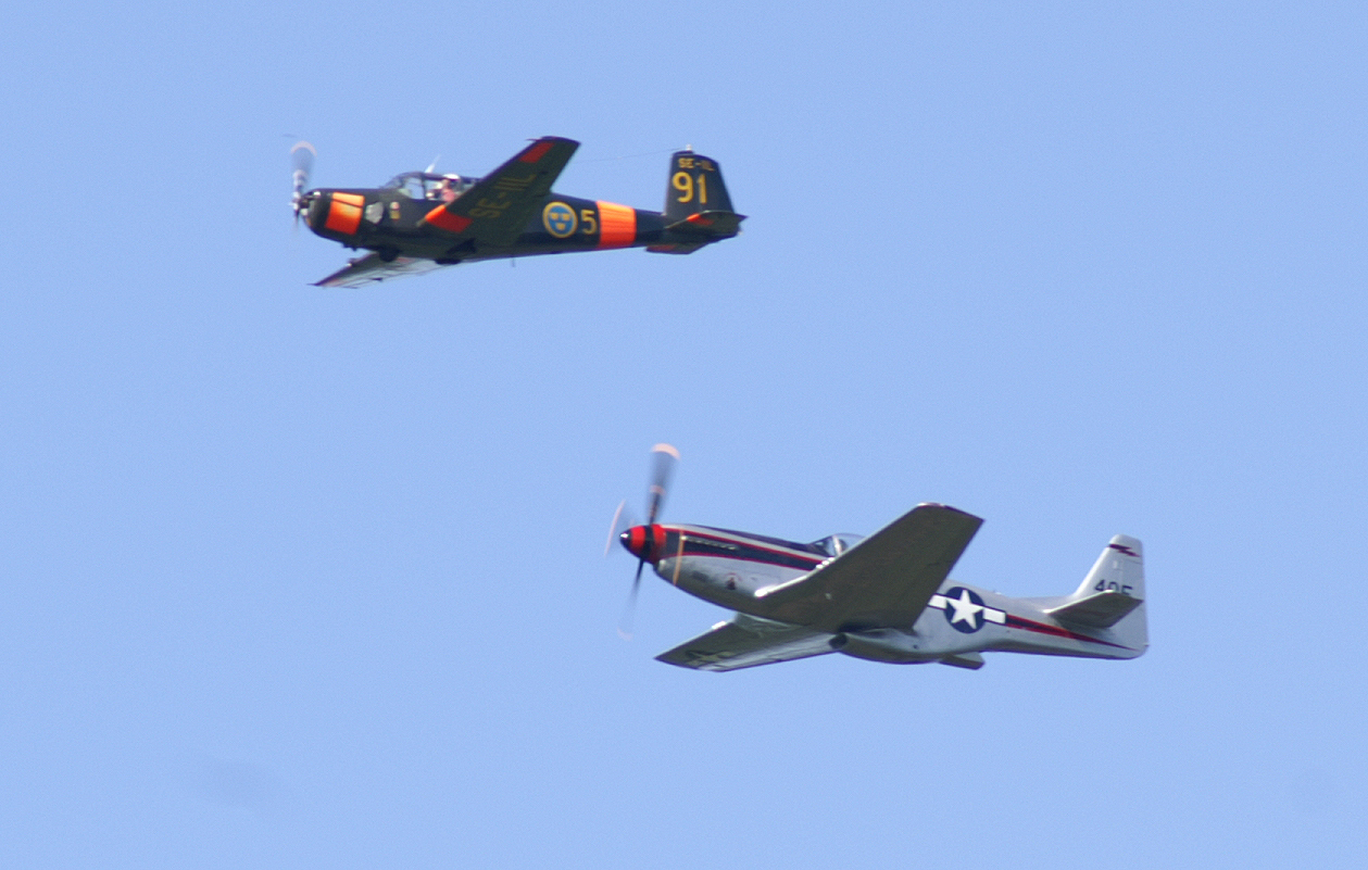 P51_SK50.jpg - SK  50 and P51 Mustang over Anglaberga